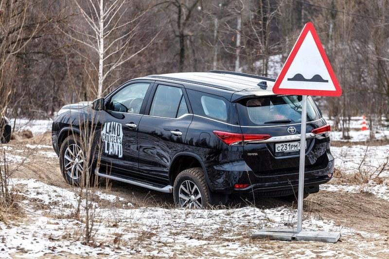 Тойота Land Cruiser оснащаются сиденьями от«пятерки» БМВ