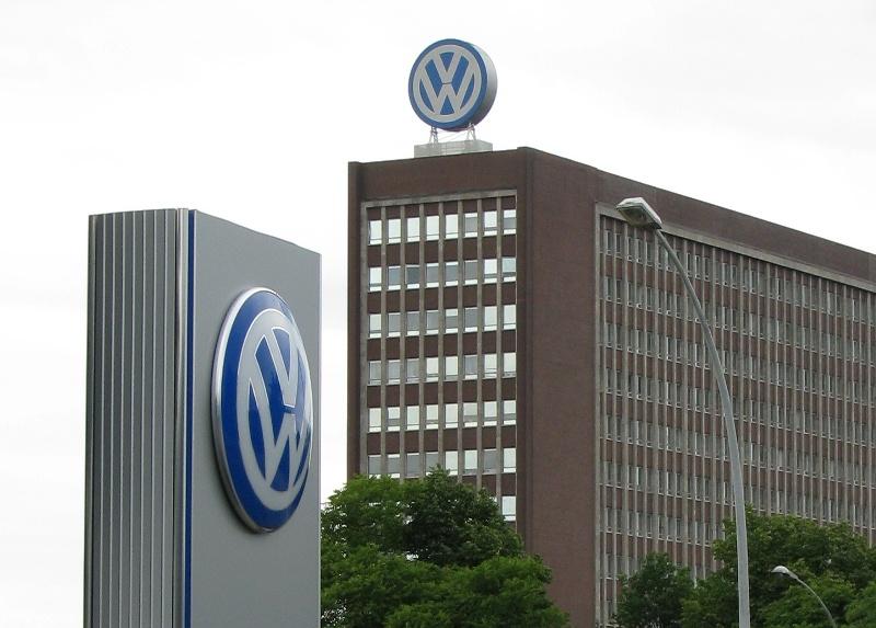VW останавливает производство Golf