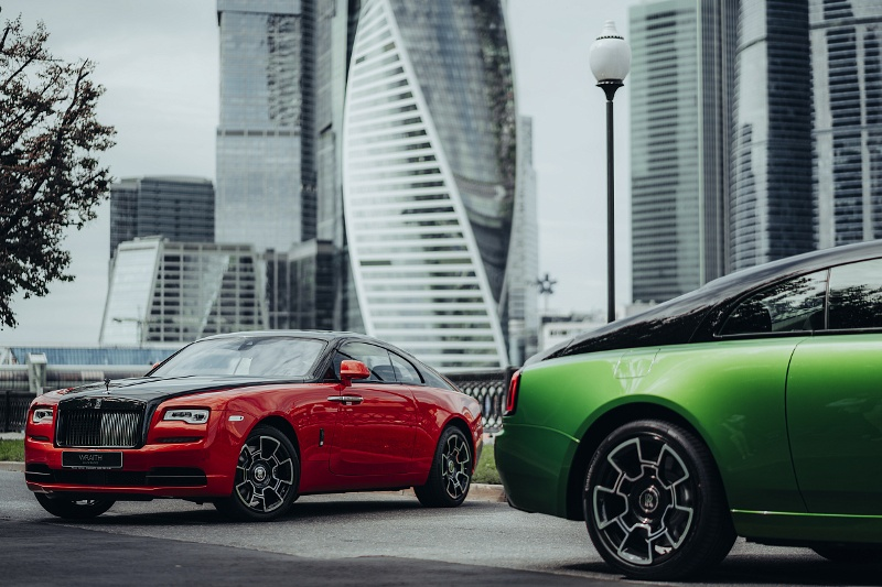 Компания Rolls-Royce Motor Cars представила в России новый Cullinan Black Badge