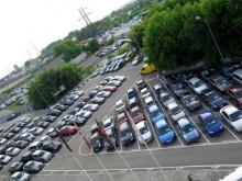 Продажи автомобилей в России продолжают падать