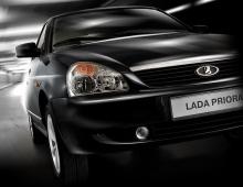 Автомобильные новости Воронежа, LADA Priora, двухцветный автомобиль, черная крыша, затянуть крышу пленкой, пленка на авто